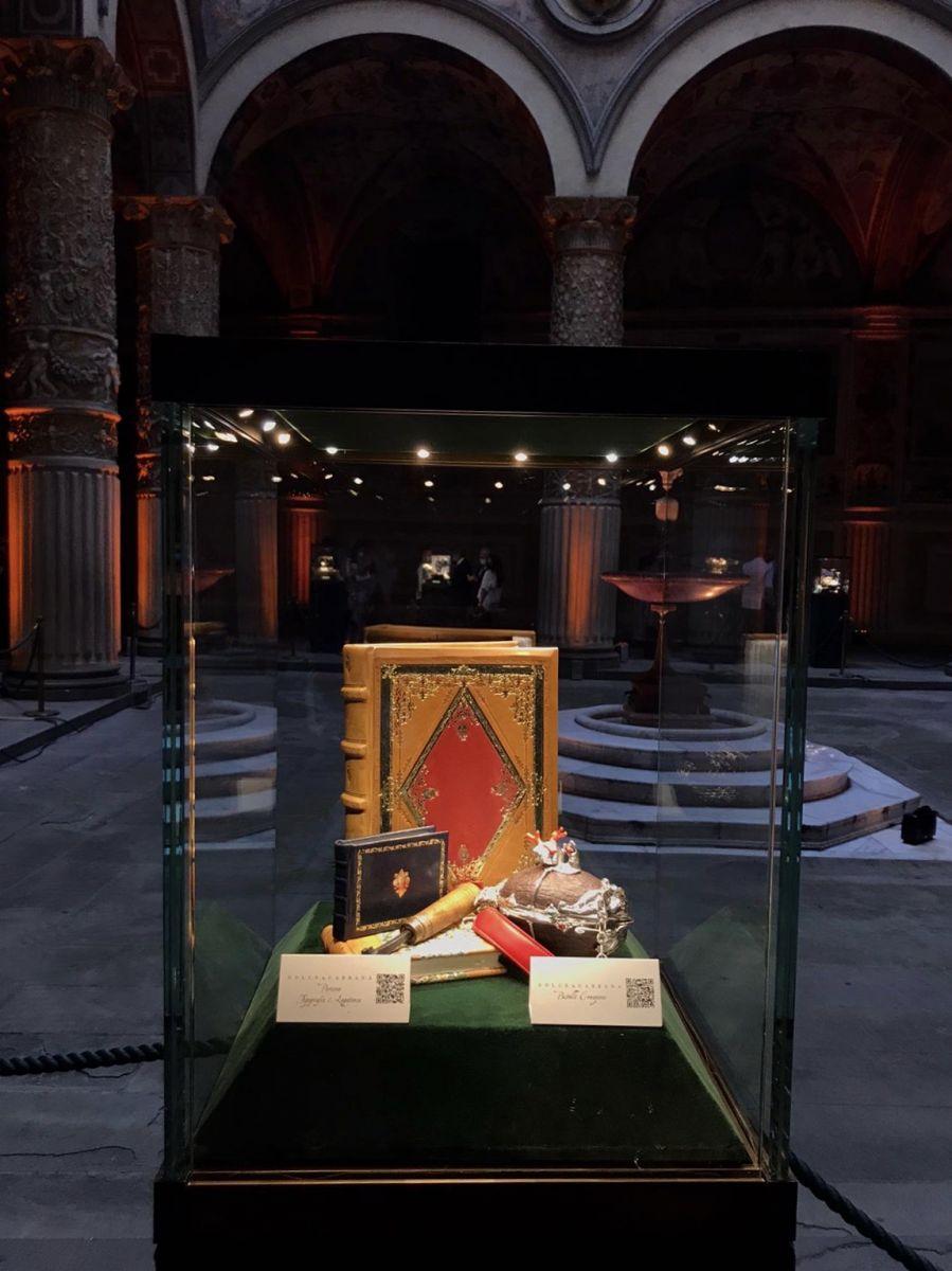 Esposizione dei nostri Libri nella Teca presso il Palazzo Vecchio, nel cortile di Michelozzo